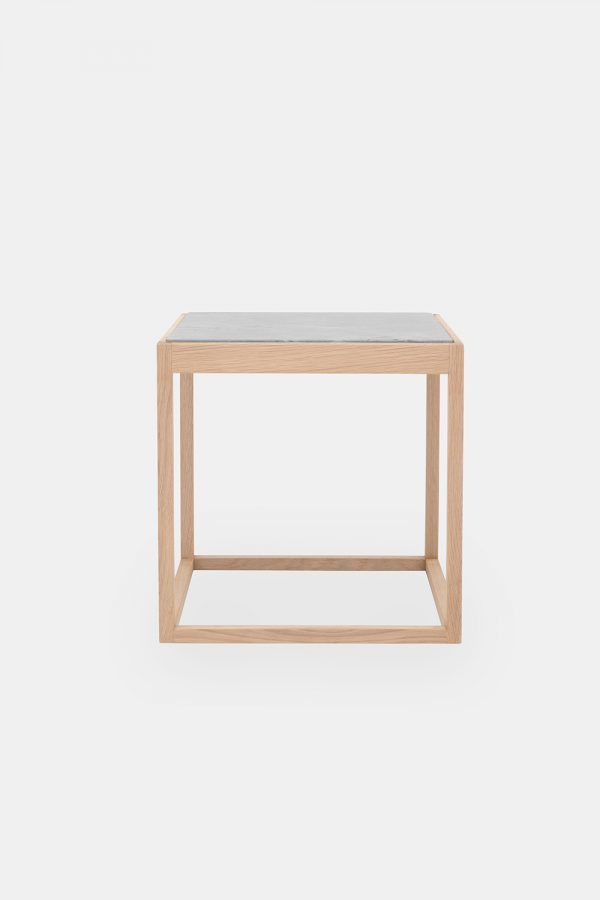Cube table in oak and light marble