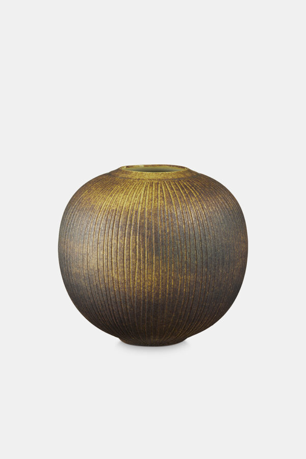 Small_earth_vase